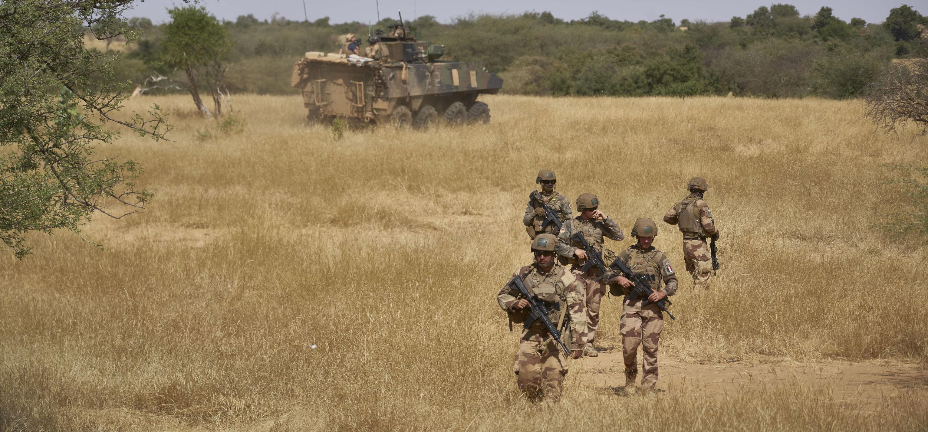 """""""Ce n'est pas avec de gros bataillons que l'on gagne ce genre de guerre"""", estime le colonel Jacques Hogard: """"le véritable enjeu, c""""est les populations""""."""