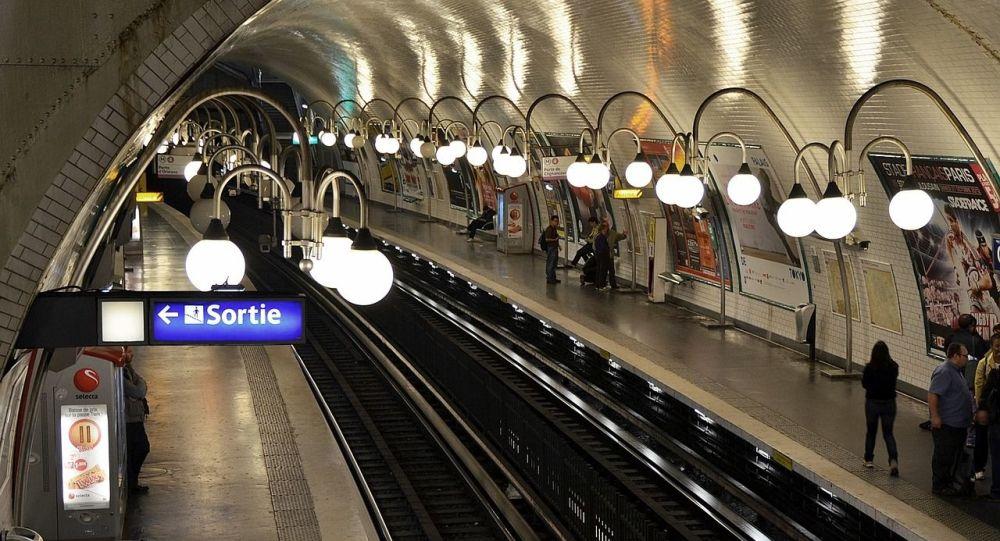 Un suspect placé en garde à vue après l'agression d'une jeune femme dans le métro parisien