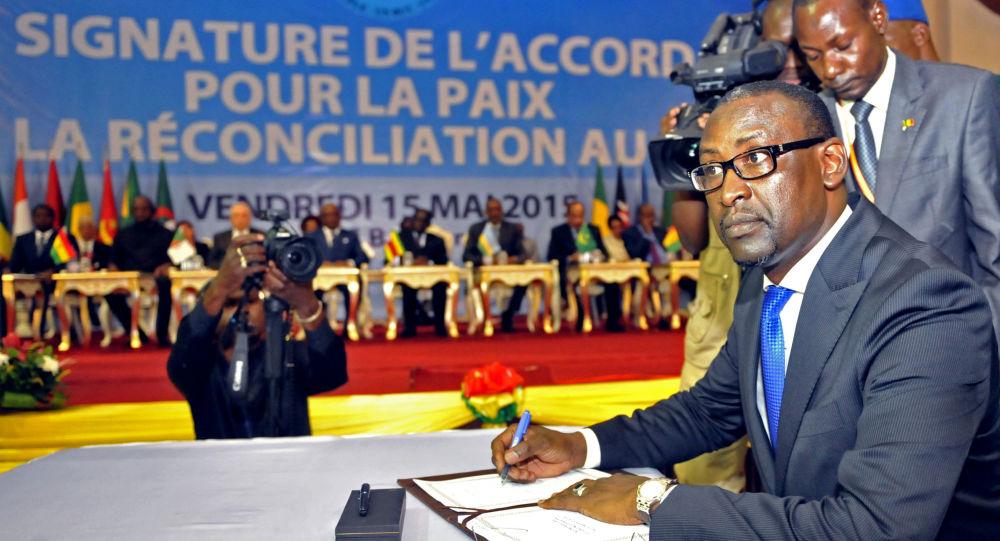 Un duo Alger-Paris pour faire bouger les lignes au Mali?