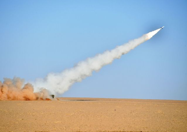 L'armée algérienne procède à des tirs réels engageant le système antiaérien russe BUK M2E à Tamanrasset, dans le sud de l'Algérie