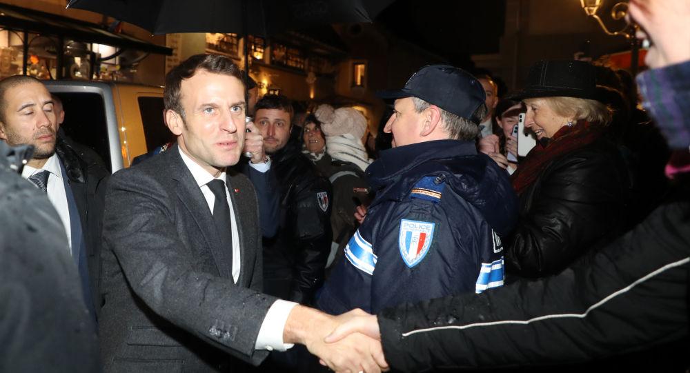Le maire de Saint-Gervais reçoit 800 insultes et menaces de mort après la visite de Macron