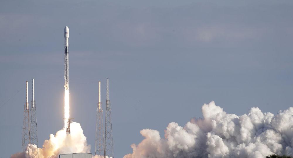 Le point de vue du nez de la fusée de SpaceX lors de son détachement comme si vous y étiez - vidéo