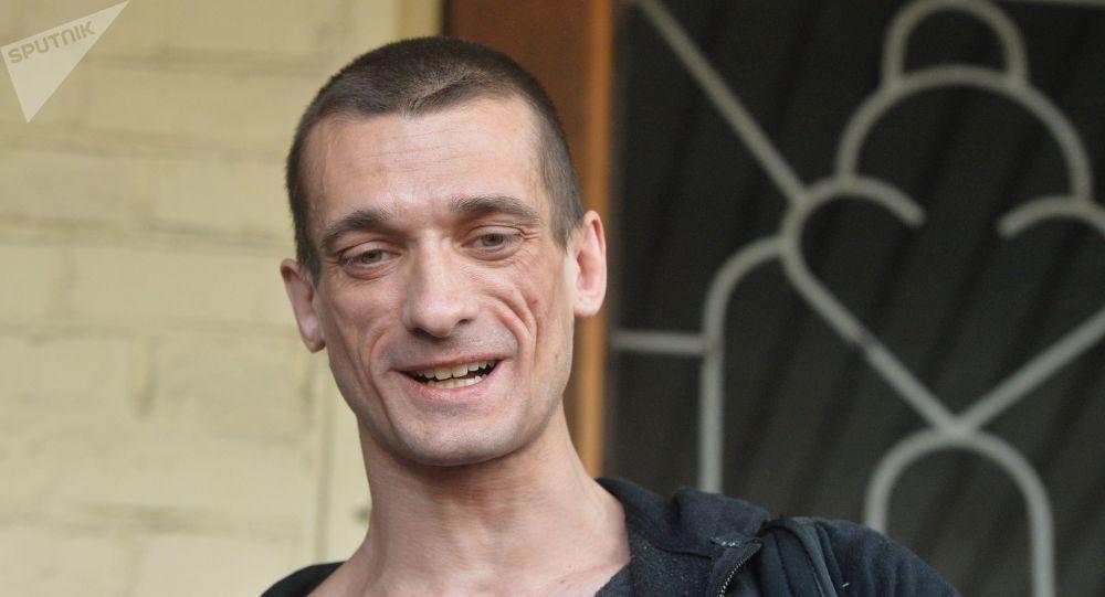 Au risque d'aller en prison, Piotr Pavlenski refuse l'expertise psychiatrique