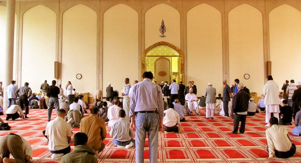 Un suspect interpellé après avoir poignardé un homme dans une mosquée — Londres