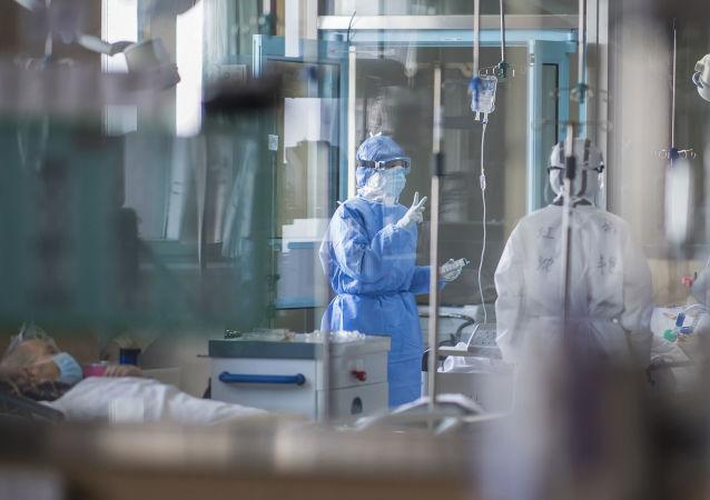 Des malades du coronavirus dans un hôpital à Wuhan
