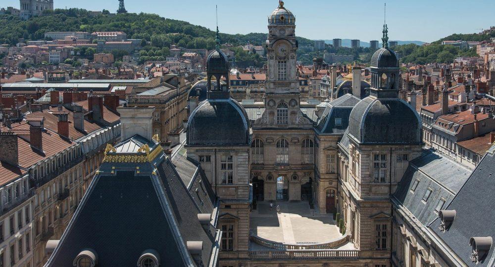 Salto réussi au-dessus d'un impressionnant escalier de 25 marches à Lyon - vidéo