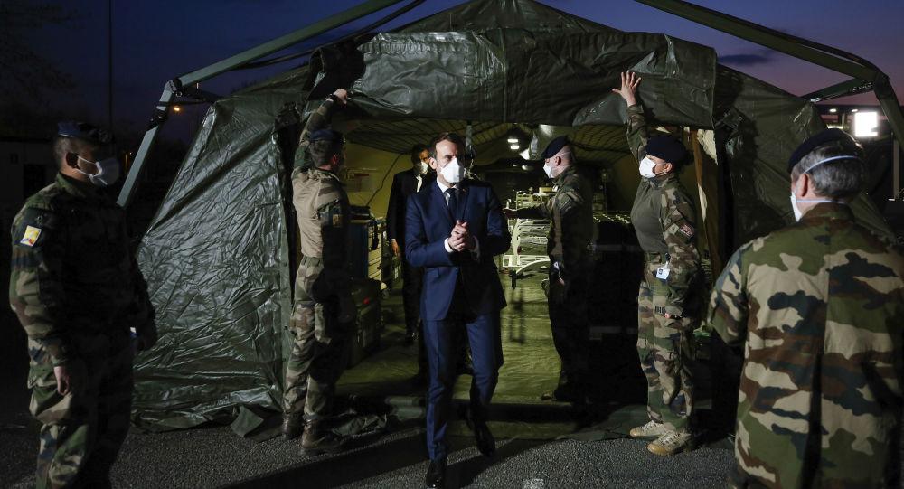 Emmanuel Macron porte un masque de protection à Mulhouse, contredisant Sibeth Ndiaye