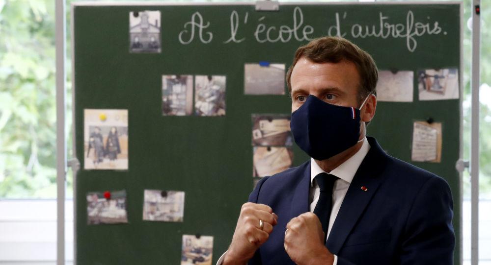 Emmanuel Macron se contredit lui-même en affirmant que «personne ne parlait des masques» début mars