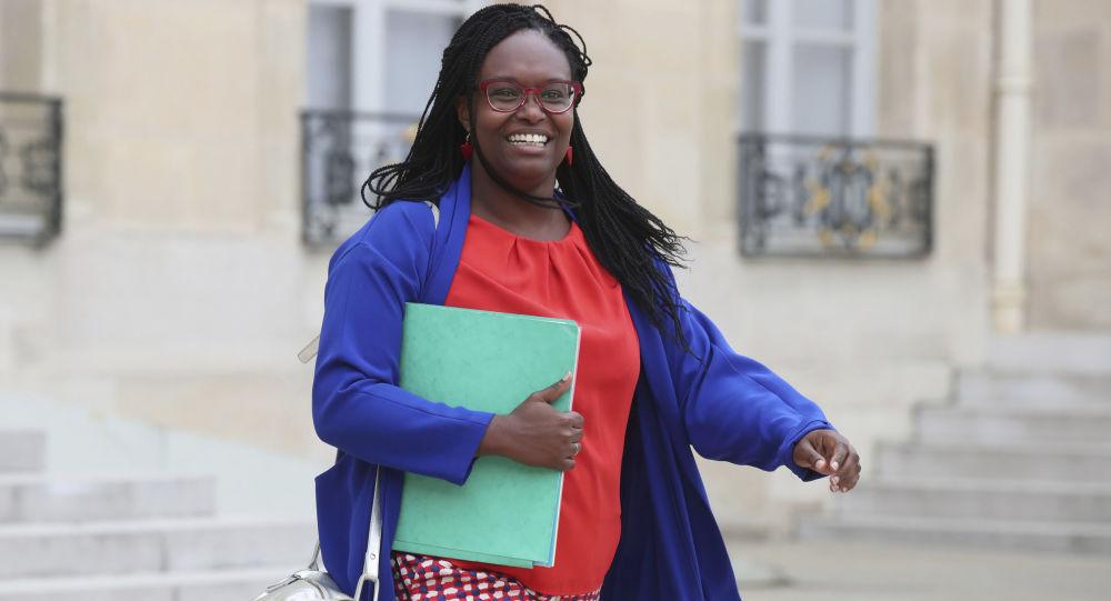 Sibeth Ndiaye se trompe en direct sur les chiffres de production de Renault