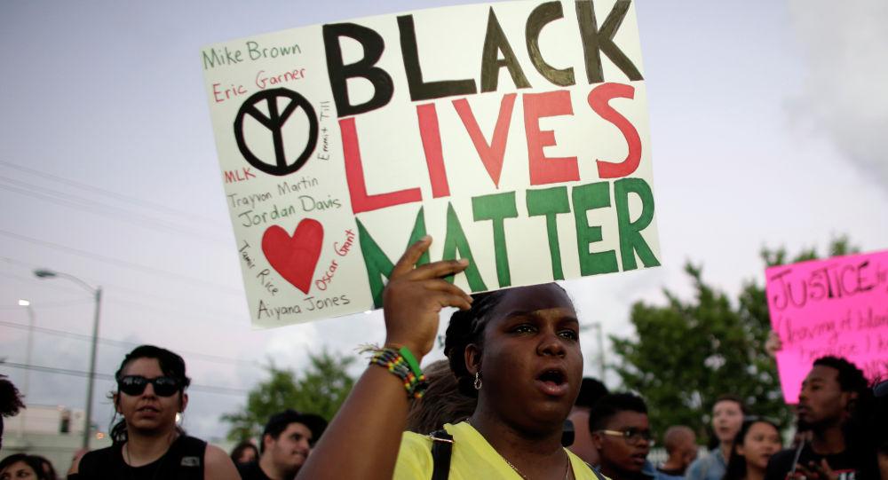 Un Jésus noir au-dessus de l'autel d'une cathédrale britannique pour soutenir Black Lives Matter - photo