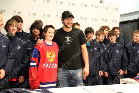 Александр Овечкин в Олимпийском магазине Ванкувера