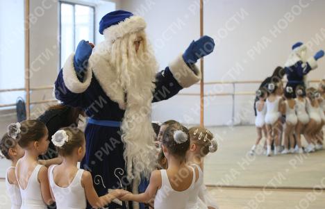 Праздничная сдача экзаменов в Московской школе Деда Мороза