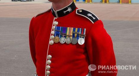 Британские гвардейцы готовятся к параду на Красной площади