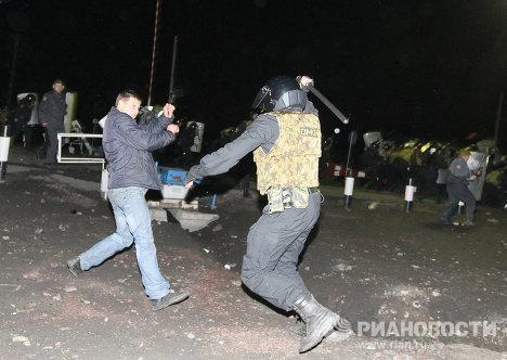 Столкновение между протестующими и ОМОНом в Междуреченске