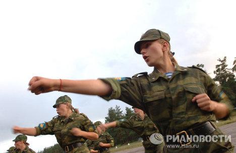 Будущие десантники - девушки