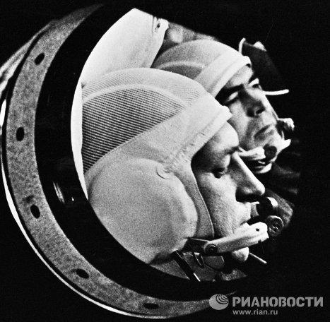 Космонавты Николаев и Севастьянов