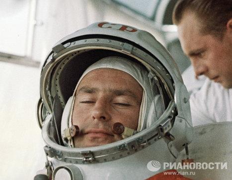Летчик-космонавт Герман Титов