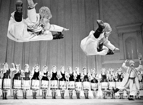 Украинский танец в исполнении ансамбля под руководством И.Моисеева