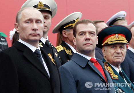 Владимир Путин и Дмитрий Медведев на параде Победы