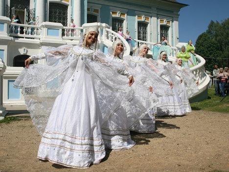 Бал и затеи сельской простоты: Грибоедовский праздник в Хмелите