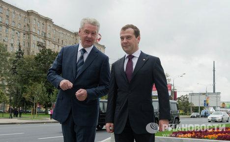 Председатель правительства РФ Дмитрий Медведев (справа) и мэр Москвы Сергей Собянин