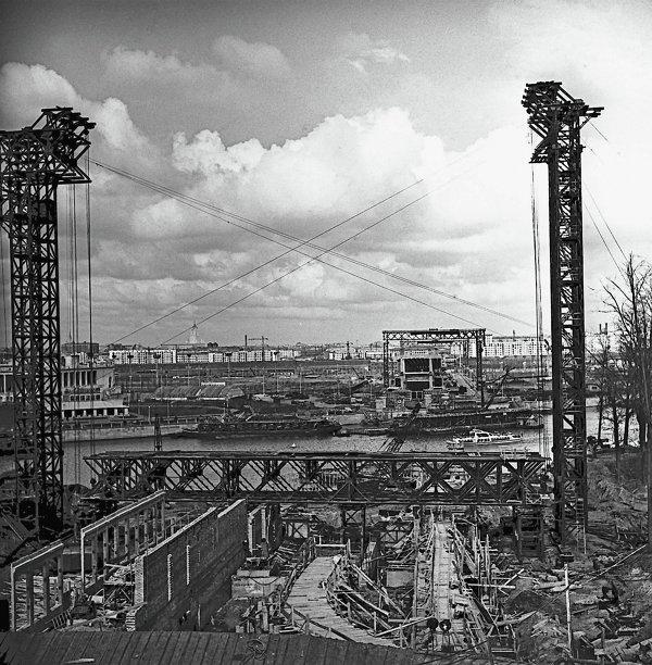 Строительство станции метро Ленинские горы в Москве