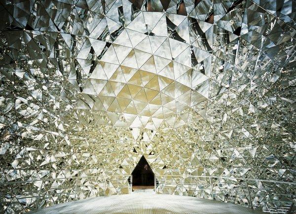 Хрустальный купол в музее Swarovski Kristallwelten