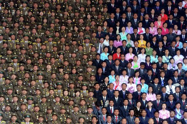 Торжественное собрание участников Народной армии КНДР на стадионе имени Ким Ир Сена.