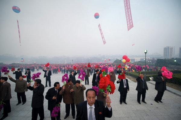 Празднование 100-летия основателя КНДР Ким Ир Сена в Пхеньяне