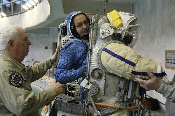 Космонавт Елена Серова на тренировке в гидролаборатории в Звездном городке