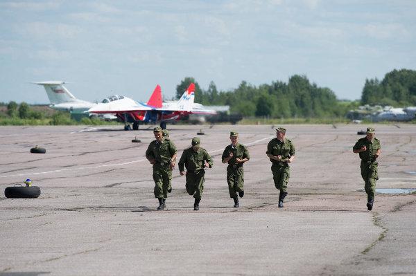 Руление на стоянку Миг-29 АГВП Стрижи