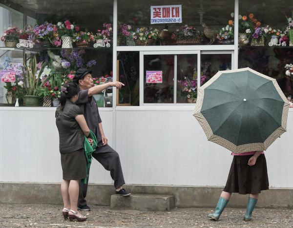 Городаже у цветочного магазина в Пхеньяне