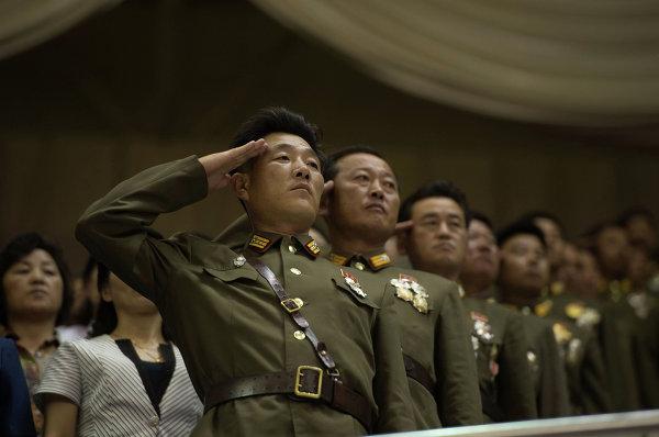 Военнослужащие на торжественном концерте, посвященном 60-летию окончания Корейской войны