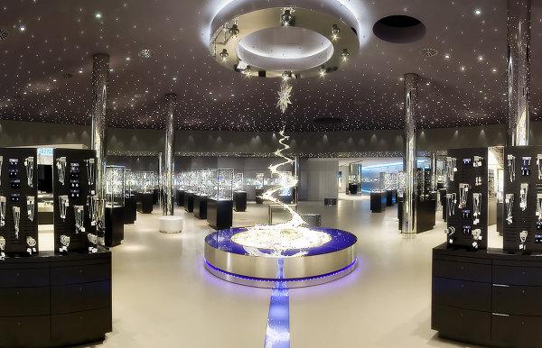 Крупнейший магазин кристаллов Сваровски в здании музея Swarovski Kristallwelten