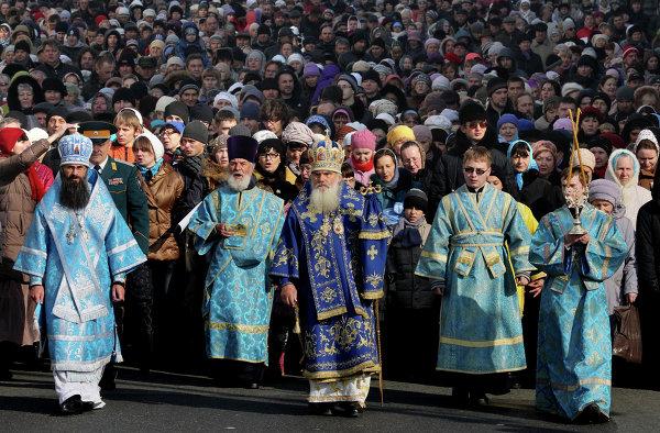 Крестный ход по Океанскому проспекту Владивостока