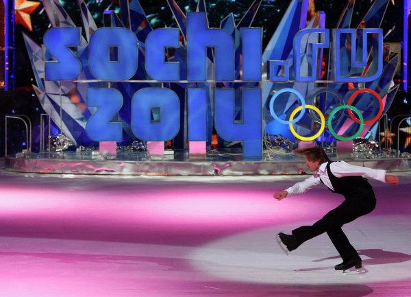 Фигурист Алексей Ягудин во время выступления на презентации нового логотипа Олимпийских Зимних Игр-2014 в Сочи