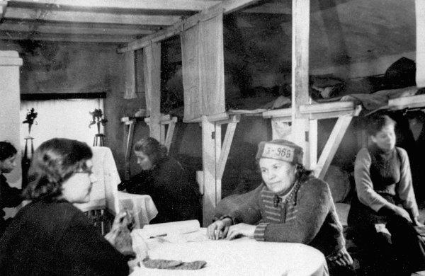 L'exil des détenus politiques : les camps de travail et les zones