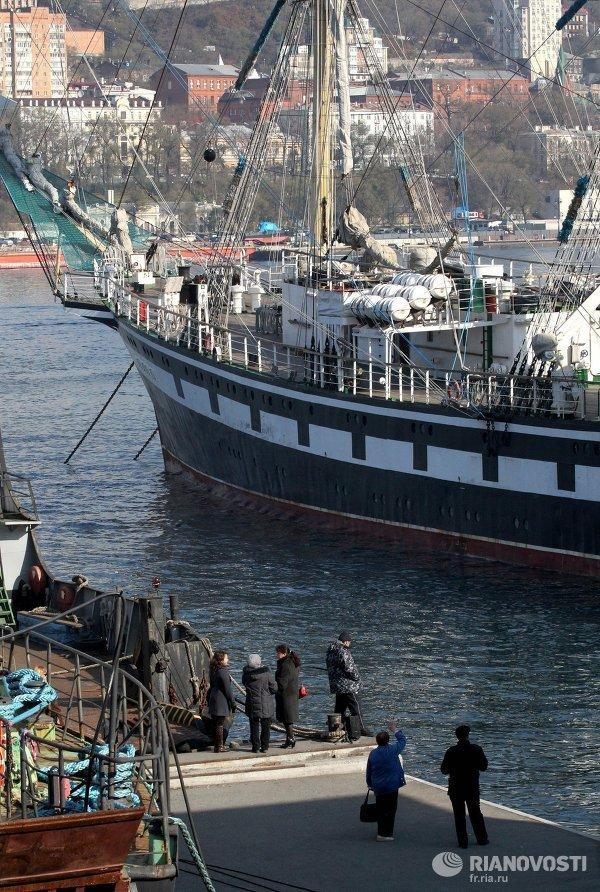 Начало океанского учебного похода парусного фрегата Паллада