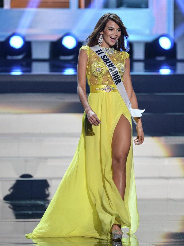 Участница конкурса Мисс Вселенная 2013 из Сальвадора Альба Марисела во время полуфинала