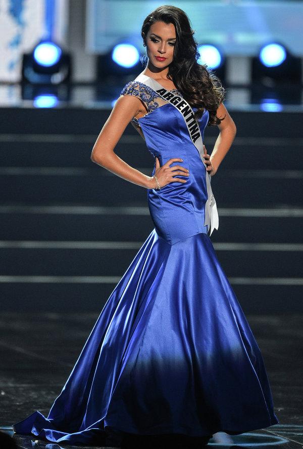 Участница конкурса Мисс Вселенная 2013 из Аргентины Брэнда Гонзалес во время полуфинала