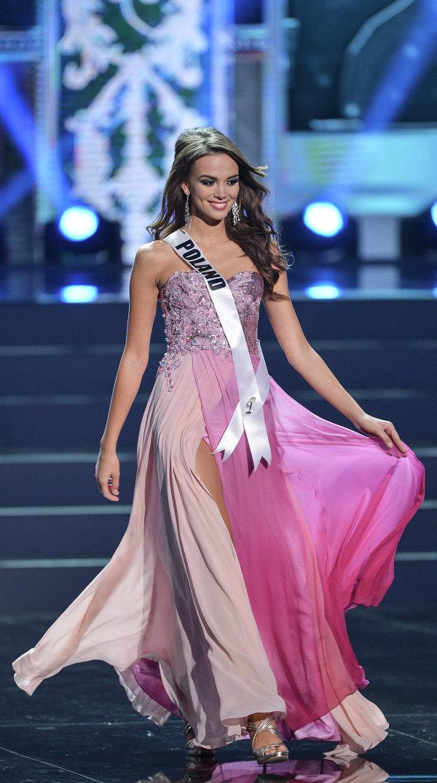 Участница конкурса Мисс Вселенная 2013 из Польши Паулина Крупинска во время полуфинала