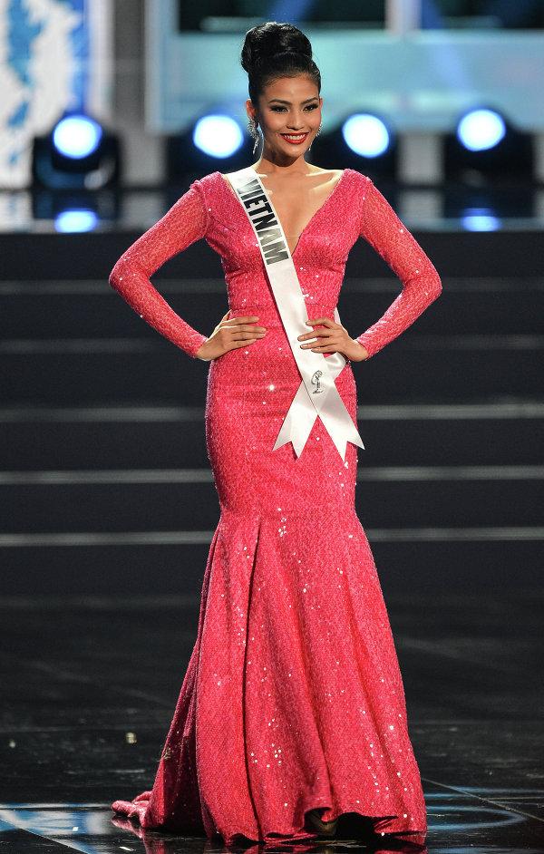 Участница конкурса Мисс Вселенная 2013 из Вьетнама Тхи Май Труонг во время полуфинала