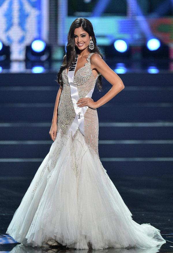 Участница конкурса Мисс Вселенная 2013 из Испании Патрисия Родригес во время полуфинала