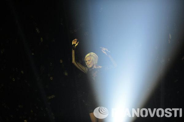 Представительница Швеции певица Санна Нильсен выступает в полуфинале 59-го международного конкурса песни Евровидение-2014 в Копенгагене