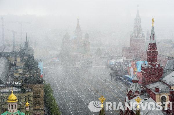 Генеральная репетиция военного парада в честь Дня Победы на Красной площади в Москве